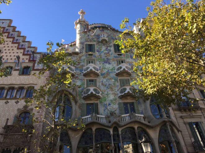 ガウディ建築作品のカサ・バトリョを旅行で見た