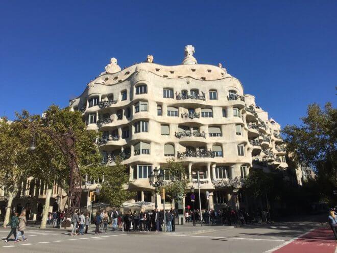 ガウディ建築作品のカサ・ミラを旅行で見た