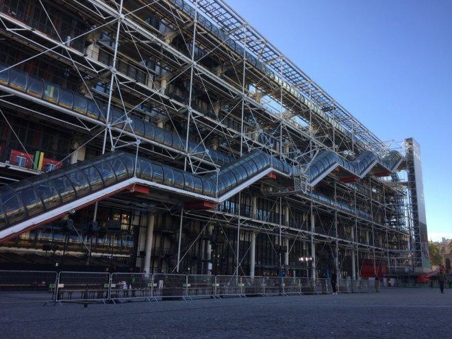 パリ有名建築 ポンピドゥー・センターを旅行で見た