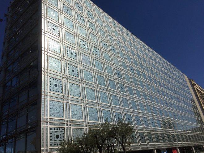パリ有名建築 アラブ世界研究所を旅行で見た